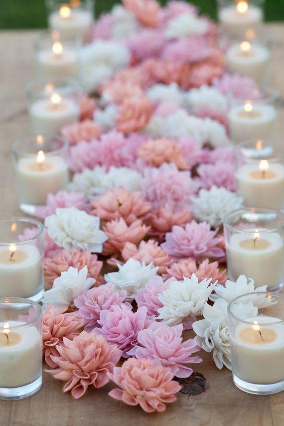 Ces 3 et 4 crème, fard à joues et des fleurs en bois roses antiques sont parfaits pour mariage, douche nuptiale ou décor de douche de bébé.