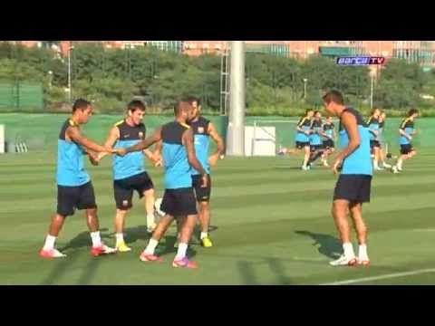 FC Barcelona - Malabarismes a l'entrenament del Barça