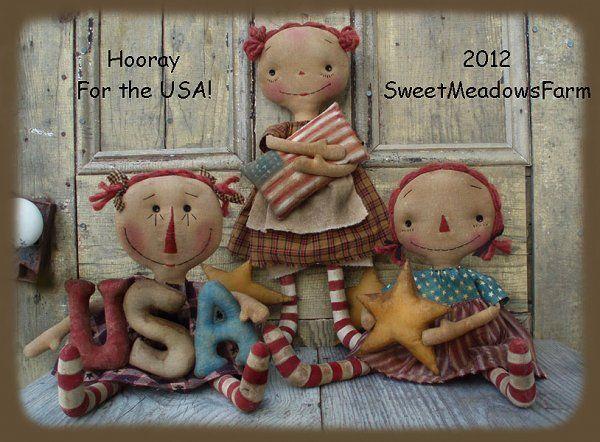 Americana Hooray USA Primitive Raggedy Dolls And Star Garland...