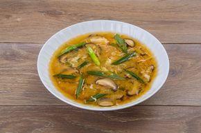 Мисо-суп — традиционное блюдо японской кухни, которое так сильно полюбили в России и подают в каждом японском ресторане. Предлагаем приготовить этот суп по рецепту Юлии Высоцкой.