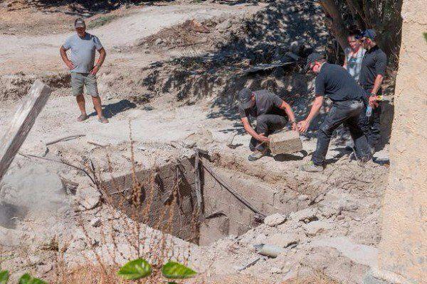 Δημιουργία - Επικοινωνία: Λόγω των αρχαίων ρωμαϊκών ταφών 2.000 ετών που βρέ...