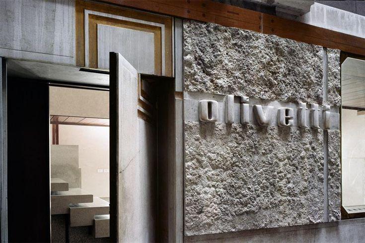 La porta in pietra dell'ingresso laterale © ORCH_chemollo