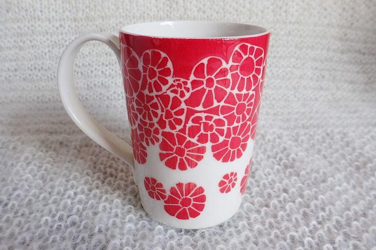 Red porcelain mug / Mug rouge en porcelaine - © Un Hibou dans la Tasse