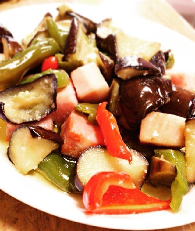 作り置きおかず☺️✨ 夏野菜とベーコンのアヒージョ❤️ にんにく効いてて美味しい😋💖 ・ ・ ・ #料理#手作り#夏#綺麗#美容#肉#お昼ごはん#おうちごはん#ランチ#美味しい#おしゃれ#おうちカフェ#カメラ女子#ファインダー越しの私の世界#夜ごはん#お弁当#クッキングラム#暮らし#いいねした人全員フォローする#おしゃれさんと繋がりたい#料理好きな人と繋がりたい#写真好きな人と繋がりたい #cooking#lunch#foodstagram#foodblogger#instafood#instagood#f4f#japan