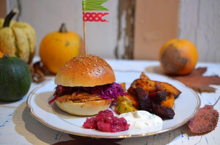 Ninas kleiner Food-Blog: Pulled Pork Burger mit Krautsalat, Ofengemüse und Apfel-Chutney