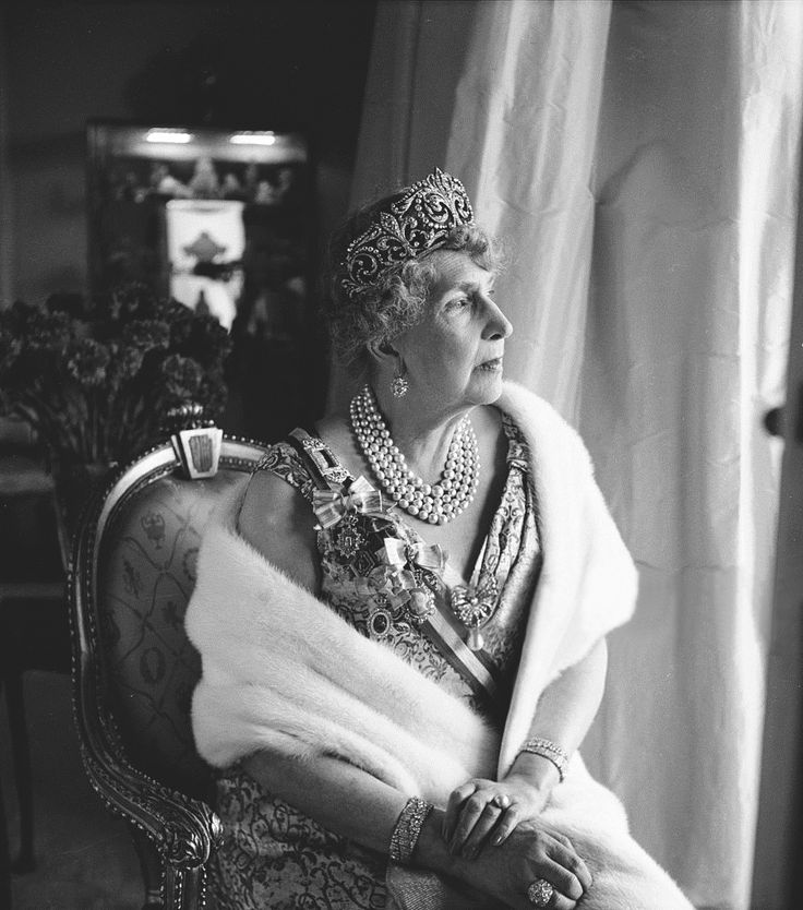 | H.M. Queen Victoria Eugenia of Spain, née Princess of Battenberg (1887-1969) wearing the FLEUR DE LYS TIARA |