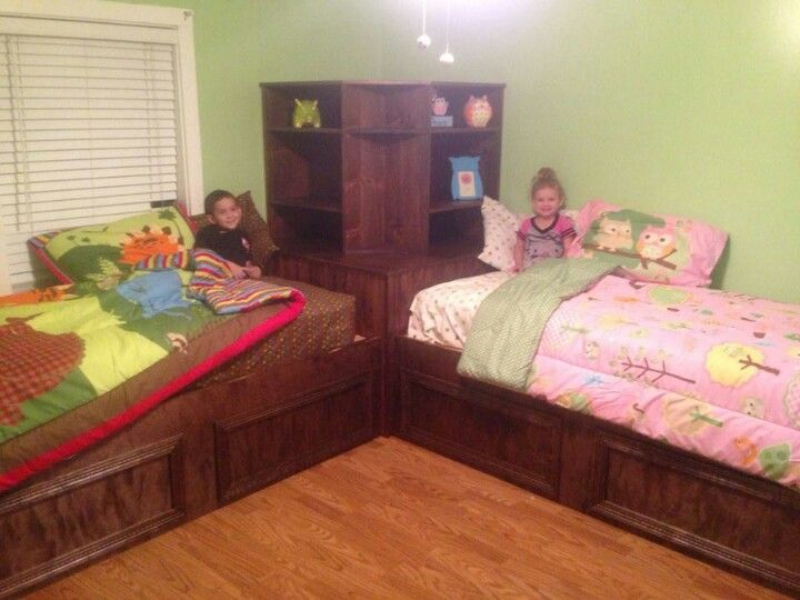 cute diy beds for the home kids bedroom siblings sharing bedroom twin beds for boys. Black Bedroom Furniture Sets. Home Design Ideas