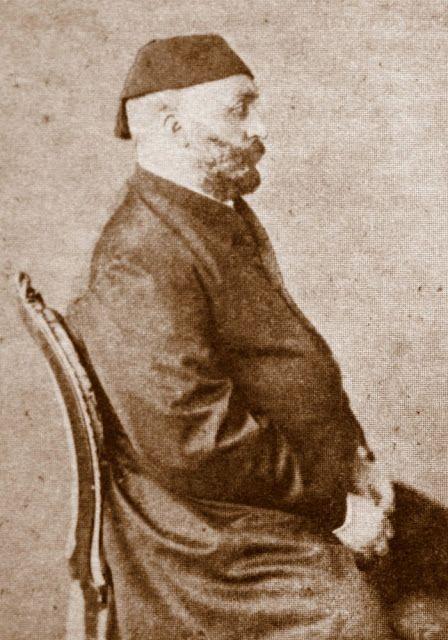 Sultan Abdülaziz, Aziziye olarak adlandırdığı fesi ile.
