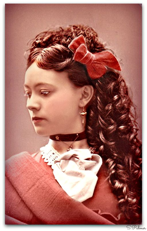 Hairstyles- Pre Civil War- And Post Civil War Era Prior to the Civil War it was fashionable to part the hair in the middle and pull it back or twist the sides to cover the ears. Hairstyles in the...