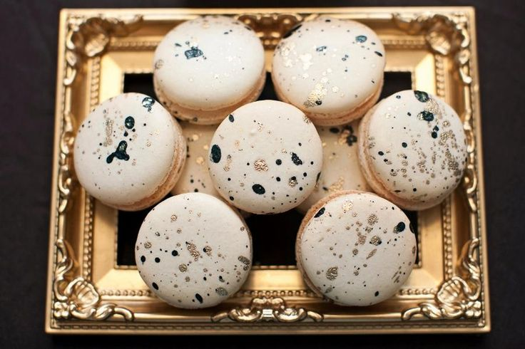 Details!!! Dessert table & macaron decoration - French macaron cookies with gold and violet/navy/emerald paint splatter decoration on gold tray