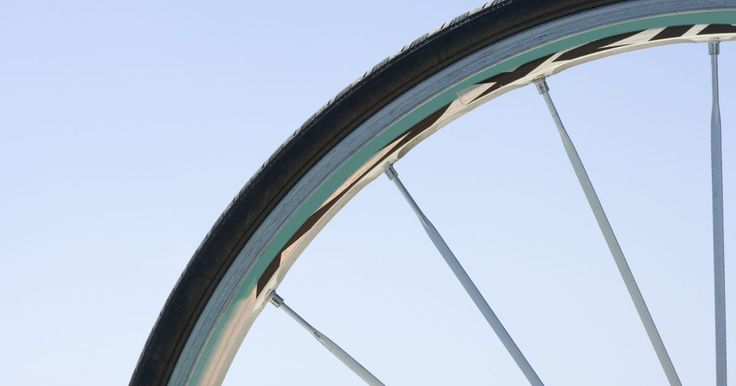 Como limpar raios de roda de moto oxidados. Um dos itens de manutenção muitas vezes esquecido em uma motocicleta são os raios de roda. Os raios cromados estão propensos à oxidação ao longo do tempo, o que os faz perderem o brilho. A oxidação turva faz com que os raios pareçam amorfos e dá-lhes uma sensação áspera ao toque. A limpeza da oxidação é uma maneira rápida e acessível para dar uma ...