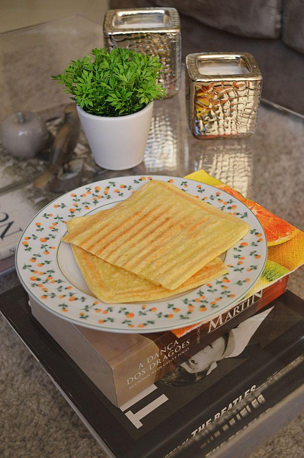 Cozinha Tosca de Marina' é basicamente o que o título diz: pratos tosquinhos que eu consigo fazer sem esforço aqui em casa. Aqui tem mais receitas fáceis para quem se interessar! A de hoje é a versão mais light do pão de queijo de sanduicheira que mostrei meses atrás. Momento sinceridade: Não fica idêntico a…