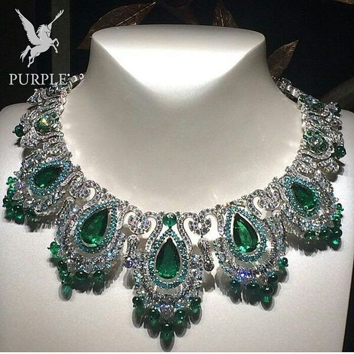 Check out this stunning and mesmerizing Zambian Emerald Vancleef necklace via…