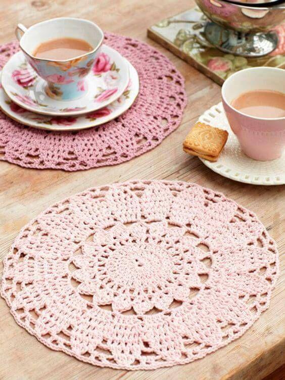 sousplat de croche rosa mesa de cha
