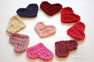 Easy Heart by @RepeatCrafterMe   via I Heart Be Mine Appliqués - A LOVE Round Up by @beckastreasures   #crochet #pattern #hearts #kisses #valentines #love