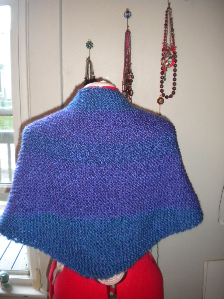 Simple shawl. http://leschosesbleues.blogspot.com/2015/09/first-step-with-knitting-needles.html