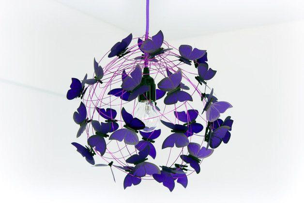 """Suspensions, Lampe avec papillons violet """"Purple rain"""" est une création orginale de Marcela-Delacroix sur DaWanda"""
