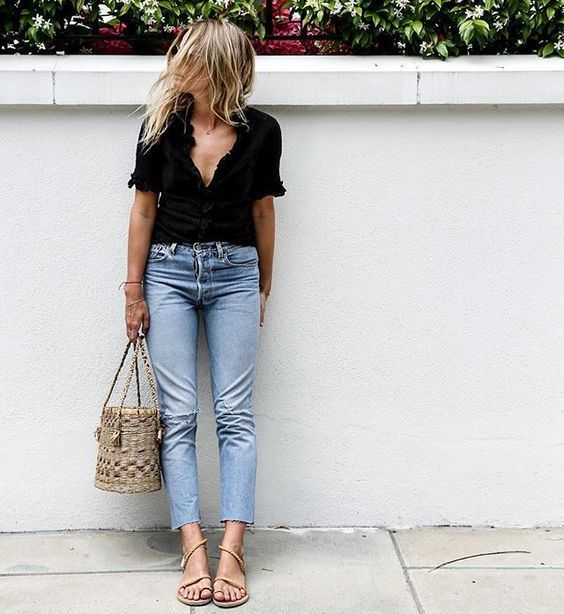 Street style | Casual black top, capri jeans sandals