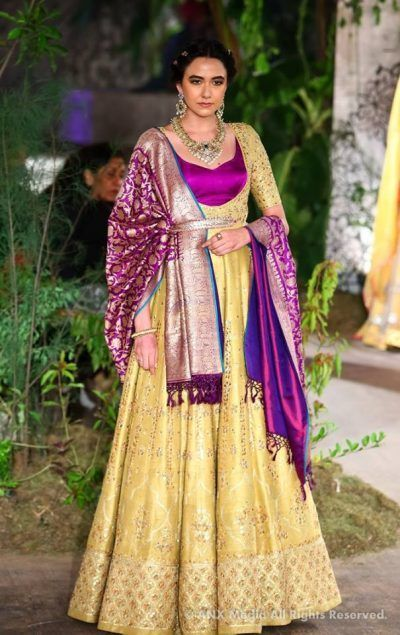 """While we couldn't make it to Anju Modi yesterday, you know you have to get your bridal fix at WMG so here is her collection at ICW 2017. Named""""Sunehri Kothi"""" after it's namesake place in Rajasthan..."""