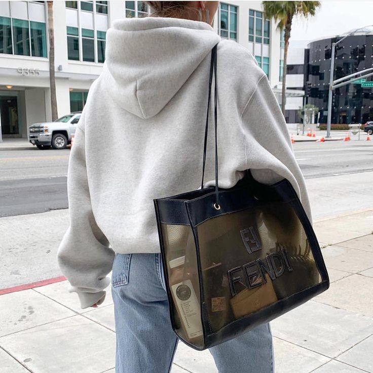 • Fendi #sundaylook #sunday #streetstyle #loveit #bag #styleinspo #inspiration
