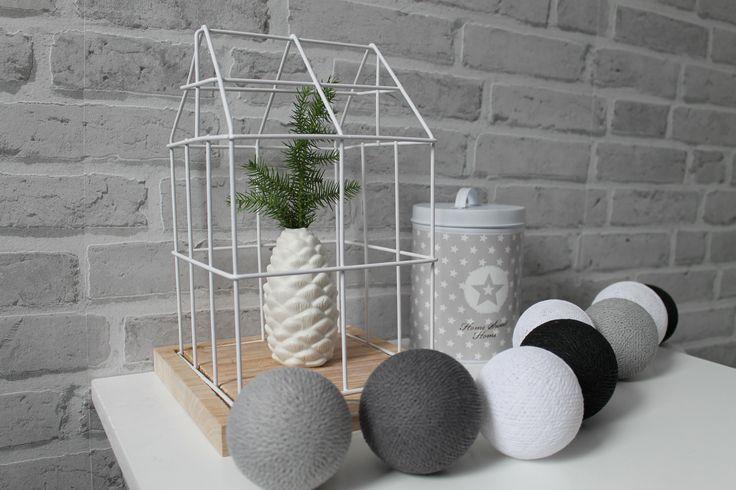 Cotton balls świecące kuleczki bawełniane tworzą we wnętrzu przytulny klimat