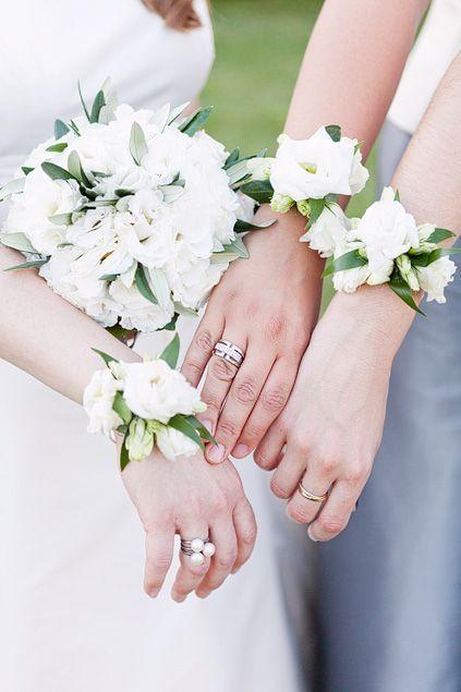 Bracelets de fleurs pour les demoiselle d'honneur