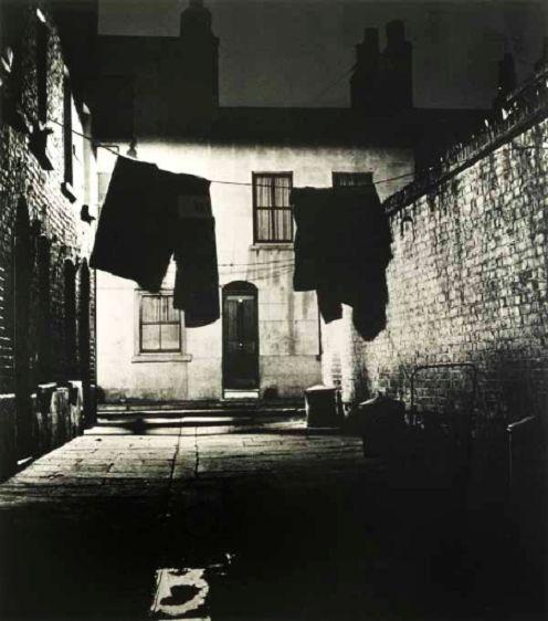 Bill Brandt: Alley in Bermondsey, 1936.