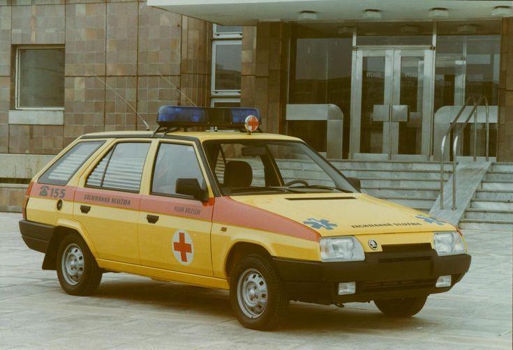 Nejstarší české sanitce je 111 let. Podívejte se na nejzajímavější historické sanitní vozy Škoda - Aktuálně.cz