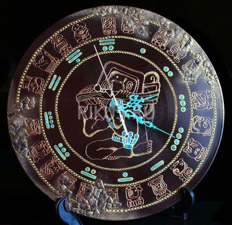 """Настенные часы ручной работы. Часы представлены как образец. В случае, если Вам они понравились, то художник повторит их только для Вас. И помните - нет двух одинаковых работ, всегда мастера вносят какие-то изменения, т.к. это ручная работа.  В качестве циферблата используются цифры индейцев Майя.  Техника росписи: """"Point-to-Point"""" (точечные узоры) Диаметр: 250 мм  Основа: винил Материалы: акриловые контуры фирмы Maraby и Decola и Pebeo Prisme, лак Часовой механизм: """"Grand Time"""", бесшумный"""
