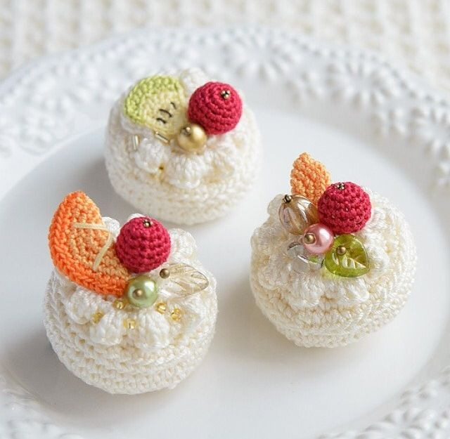 かぎ針編みケーキのブローチ                                                                                                                                                                                 もっと見る