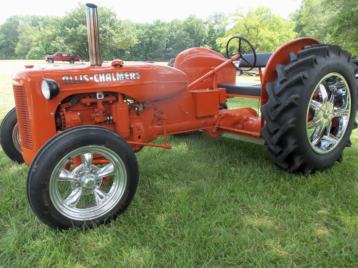 Allis CHalmers hot rod tractor with silver wheels that is built to the ground