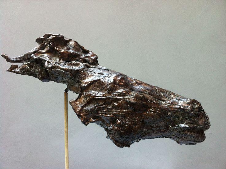 Cavallo forte  scultura cavallo  Fusione di policarbonato - 2014 - 80x82x30 cm Ph. www.mariavittoriagozio.it