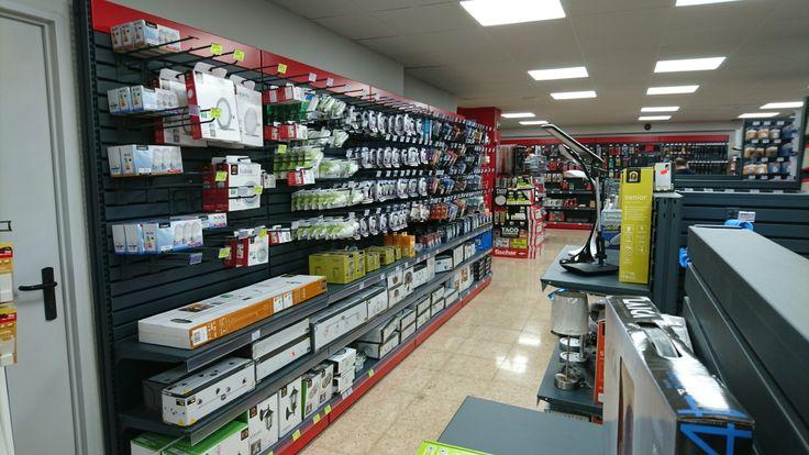 #Madrid #Cadena88 #FerreteríaLeonesa #shelf #THIN #thickness #visibility #Retail #display #iinteriordesign #shop