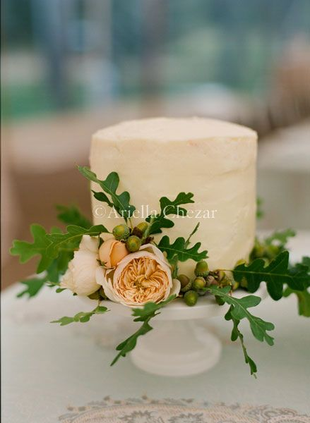Its in the detail folks.  This Bride carried the acorn detail from her bouquet onto the Hors'deurves table http://www.ariellaflowers.com/files/gimgs/101_d21.jpg