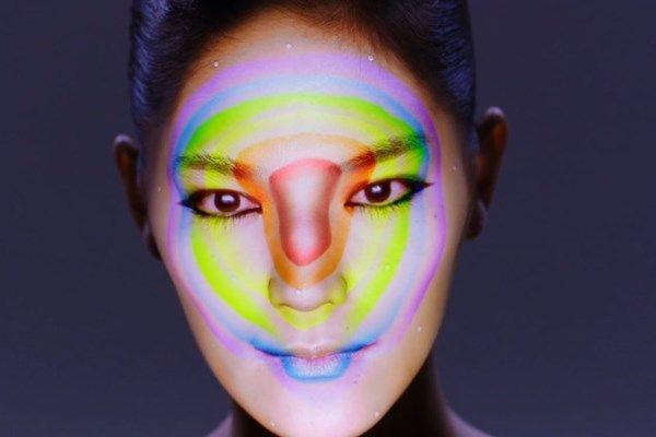 Artista japonês combina projeção 3D e mapeamento facial em shows incríveis