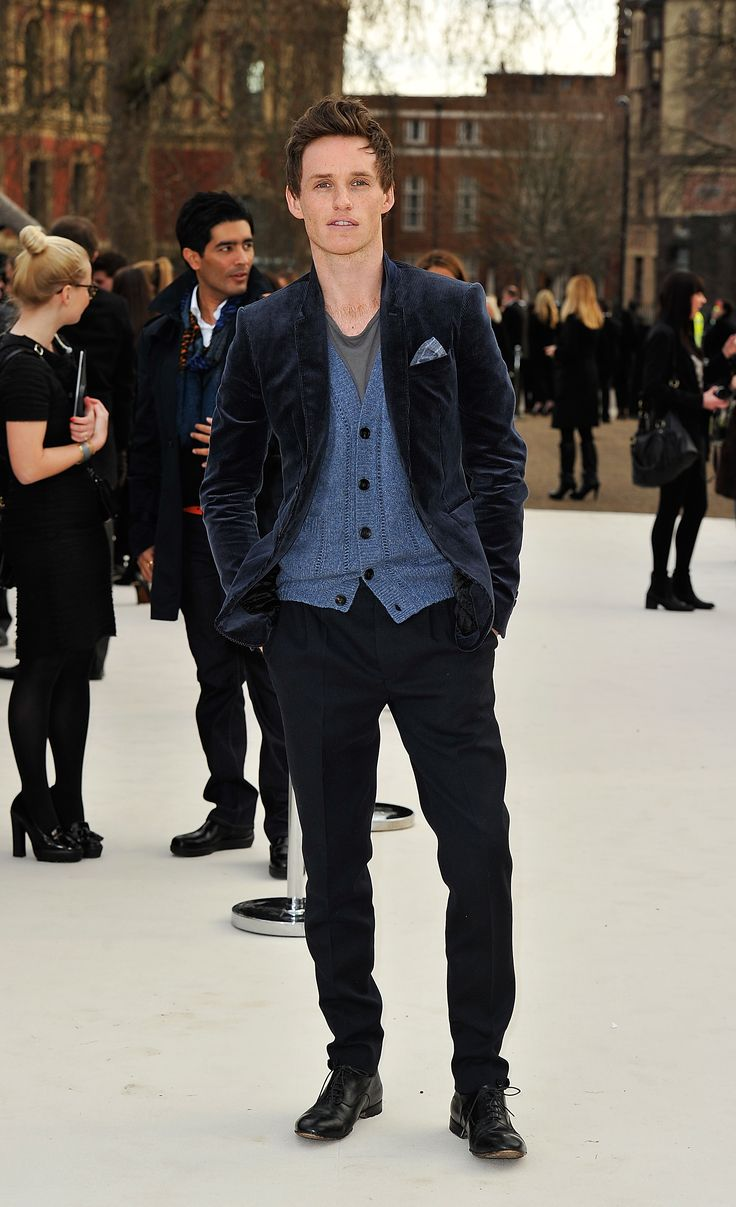 Eddie Redmayne wearing Burberry at the Burberry Prorsum Womenswear Autumn/Winter 2012 show #LFWVanities Fair, Vanity Fair, Autumn Winter, Burberry, Fashion Style, Guys Style, Men Fashion, Eddie Redmayne, People