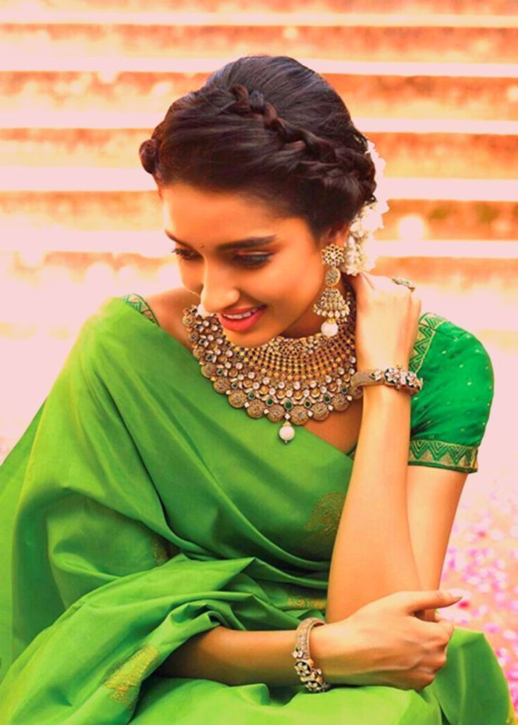 Awsm Jewelery Bun In 2019 Simple Hairstyle For Saree Modern - simple hairstyle... - My list of ...