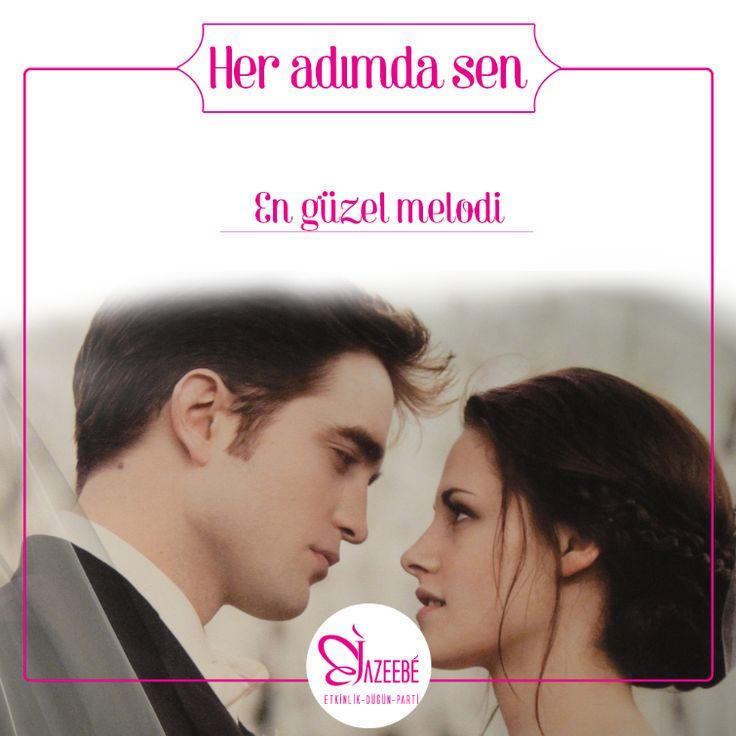 Bella ile Edward gibi ilk dans müziği için Chiristina Perri'den A thousand Year şarkısını tercih etmiş.  https://www.youtube.com/watch?v=rtOvBOTyX00 See Translation