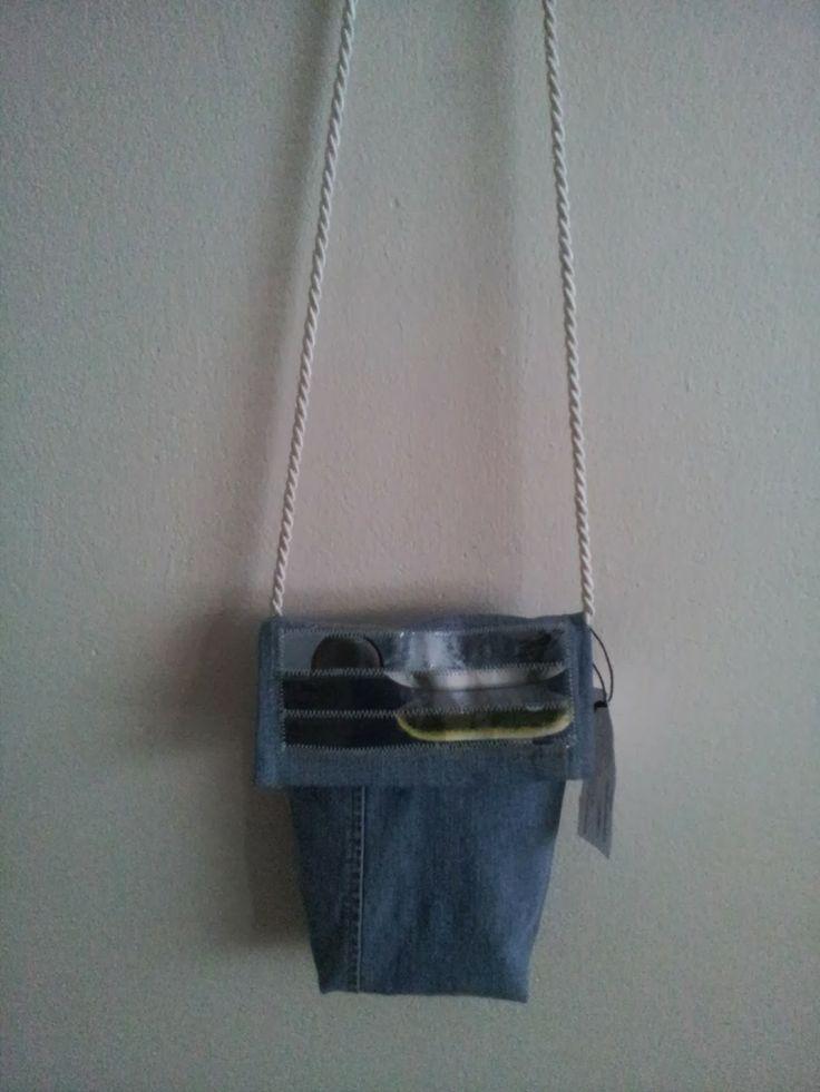 Vaaleansinen pieni farkkulaukku, etuosa // Light  blue small jeansbag, frontside