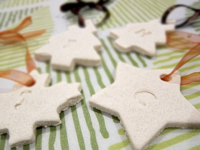 Easy craft for kids - Salt Dough Gift Tags - Perfect to decorate everyone's gifts