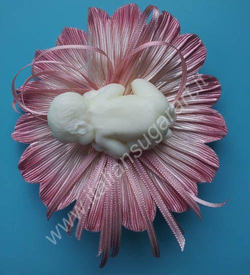 Insieme ai nostri nastri potete abbinare un oggetto fatto in porcellana fredda o in polvere di ceramica ne troverete tanti su www.italiansugarart.it