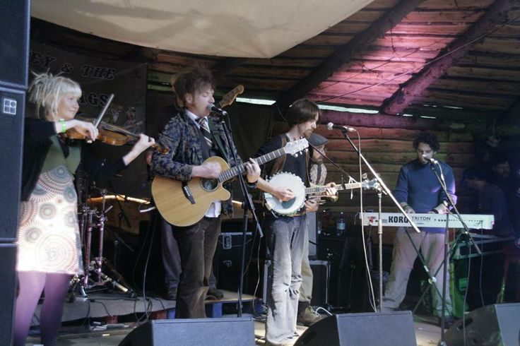 Mikey & The Scallywags will perform @ The High Tide Club, Sarah Walker Gallery, Castletownbere on Saturday 31st May @ 9pm