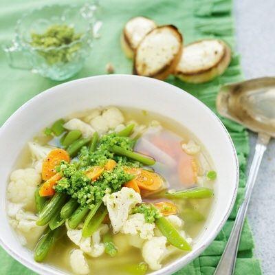 Bild på Klar grönsakssoppa med cashewpesto