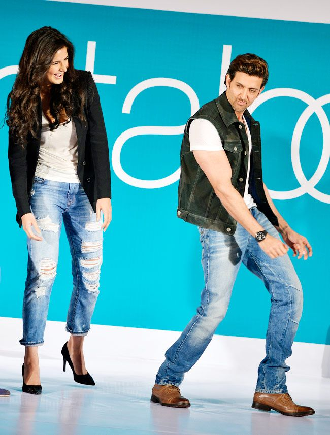 Hrithik Roshan showing Katrina Kaif some cool moves at Pantaloons' Fashion Show. #Bollywood #Fashion #Style #Beauty #Handsome