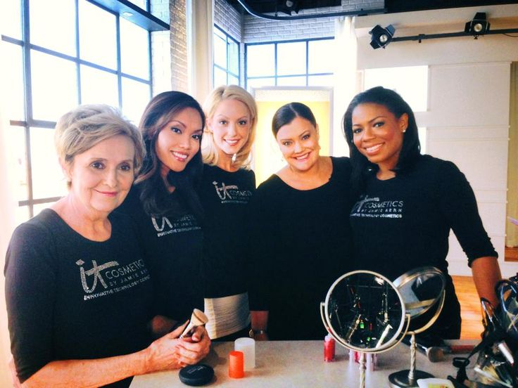 A morning celebration with some of our gorgeous @QVC models!