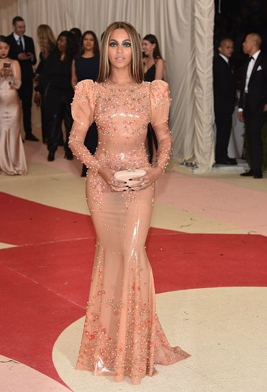 Beyoncé attends the 'Manus x Machina: Fashion In An Age Of Technology' Costume Institute Gala at Metropolitan Museum of Art on May 2, 2016 in New York City.