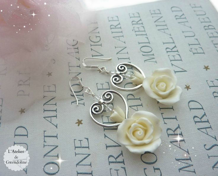 Boucles d'oreille ROSES ETERNELLES - roses blanc cassé en porcelaine froide, argent : Boucles d'oreille par l-atelier-de-gwendoline