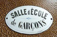 "ANCIENNE PLAQUE EMAILLEE ""SALLE D'ECOLE DE GARCONS"" SIGNE J. STUDER BOMBEE"