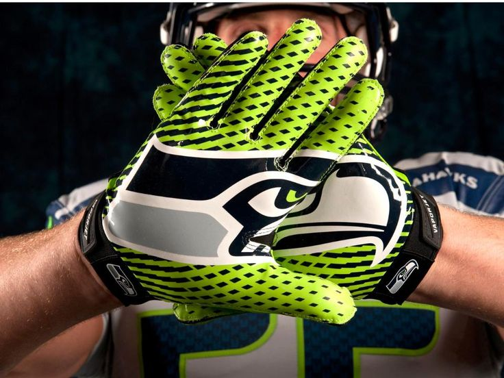 The Nike Vapor Jet gloves, in Action Green, add a nice finish to the new look.