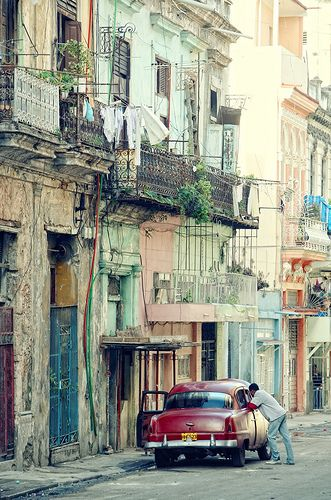 Havana .. If we turn Havana into paintings in canvas, they will become very productive.... Come on masters of the canvas, let's get to work!